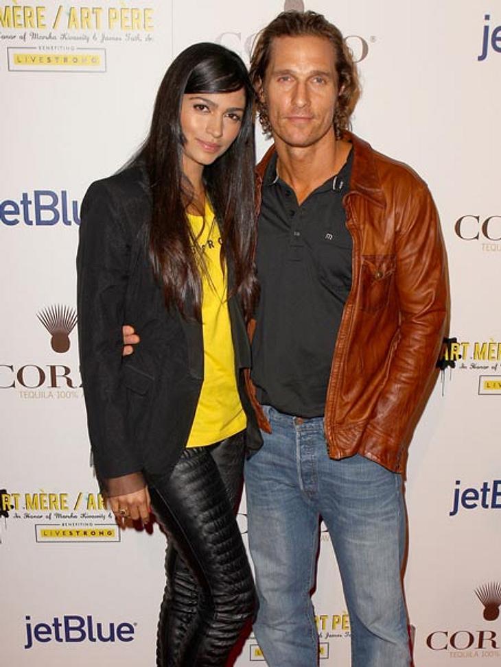 Prominente Paare mit großem AltersunterschiedDie Liebe von Matthew McConaughey (42) und Camila Alves (28) kennt kein Alter. Seit 2007 ist er mit dem brasilianischen Model verheiratet. Die beiden haben zwei gemeinsame Kinder. Stars nackt: He