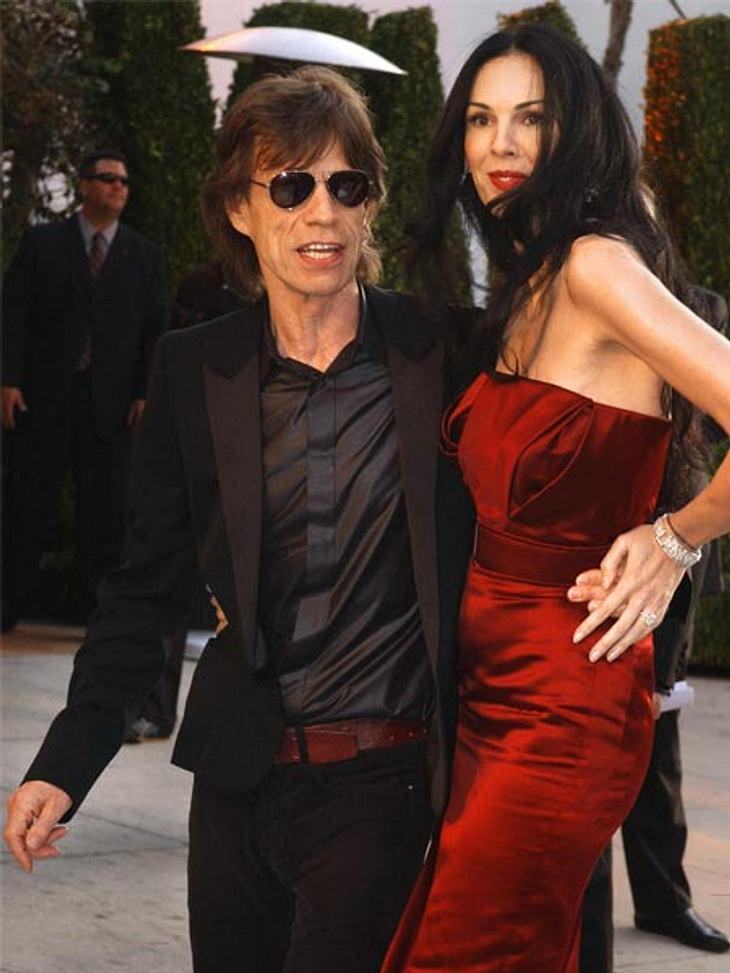 Prominente Paare mit großem AltersunterschiedNach vier Ehen und sieben Kindern scheint Mick Jagger (68) sein Glück mit L`Wren Scott (44) gefunden zu haben. Seit 2011 ist er mit ihr liiert. Nicht nur der Altersunterschied ist enorm, sondern