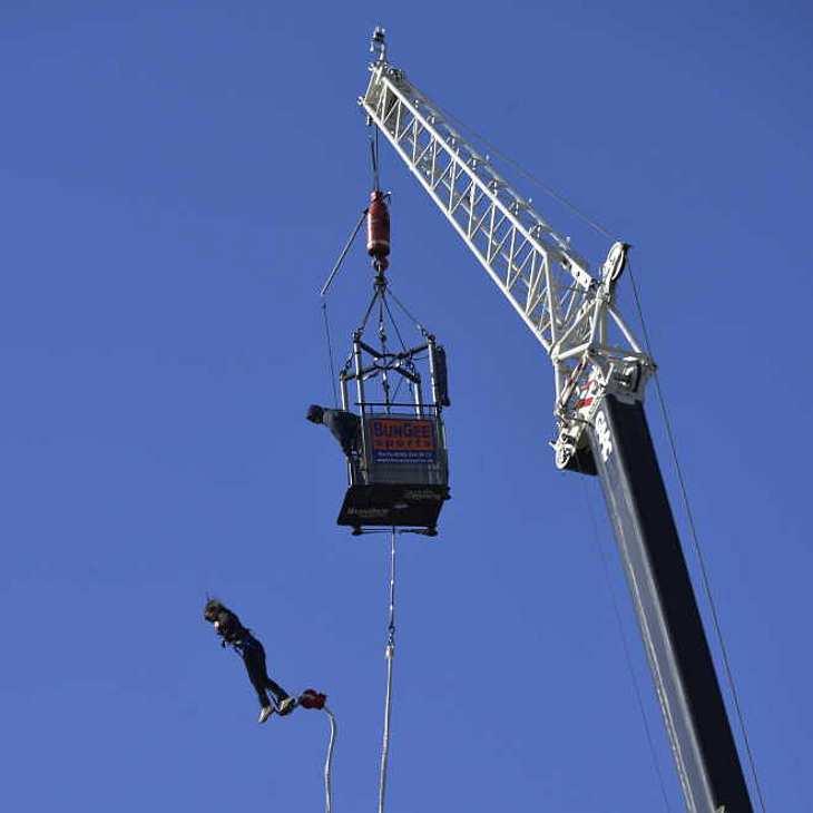 Teenager verliert wegen falschem Kommando beim Bungee Jumping ihr Leben!