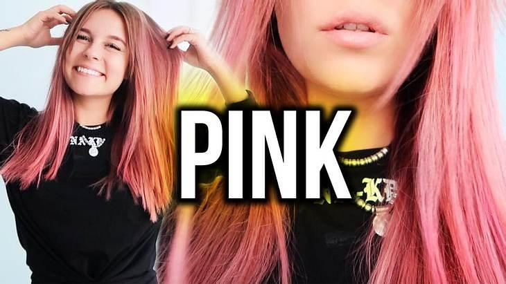 Dagi Bee hat die Haare pink