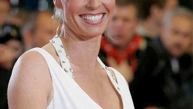 Sonja Zietlow präsentiert die große Geburtstagsshow. - Foto: Getty Images und RTL II