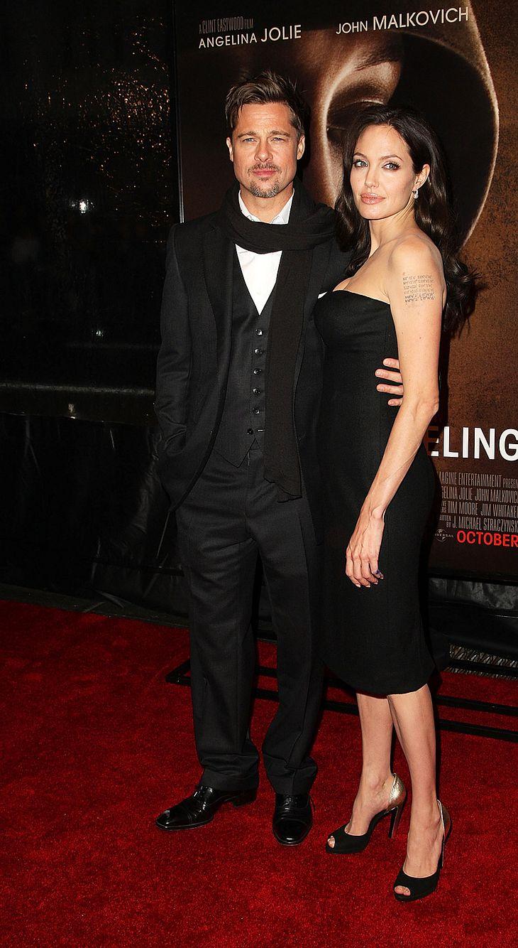 """Angelina Jolie mit Brad Pitt im und zwei neuen Baby-Tattoos auf dem Arm bei der Premiere ihres aktuellen Films """"Changeling"""" in New York"""