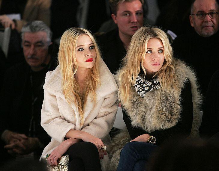 Hier besuchten Mary-Kate und Ashley Olsen ganz brav eine Modenschau in New York. Mittlerweile geht es im Leben der Zwillinge weit weniger ruhig zu...