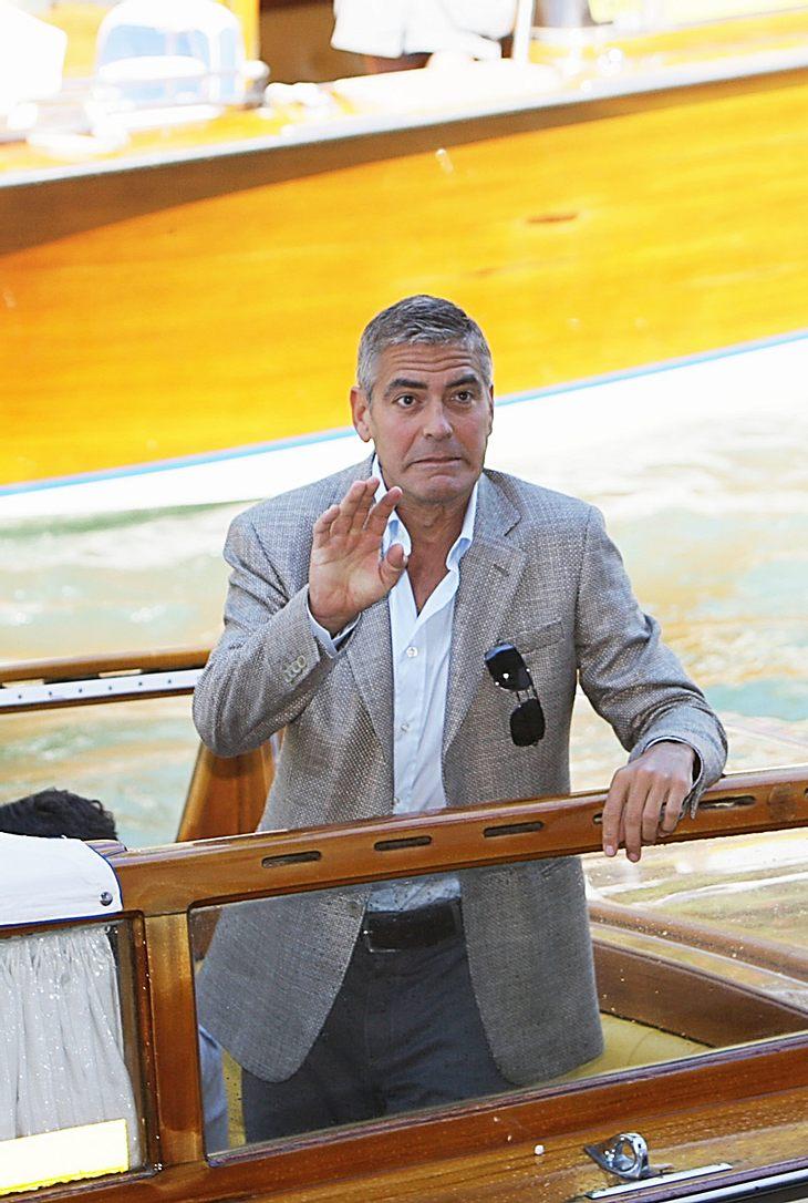 Hier ließ sich George Clooney bereitwillig auf einem Boot bei den Filmfestspielen von Venedig durchschütteln, bei den Dreharbeiten an seinem aktuellen Streifen war die Sache nicht ganz so lustig...
