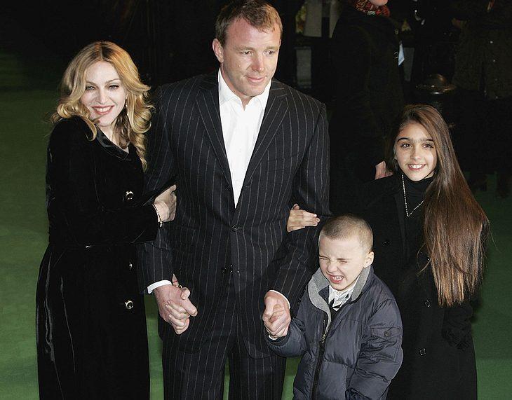 Ein Bild aus glücklicheren Zeiten: Anfang 2007 zeigten sich Madonna, Guy Ritchie, Lourdes und Rocco noch strahlend auf dem roten Teppich
