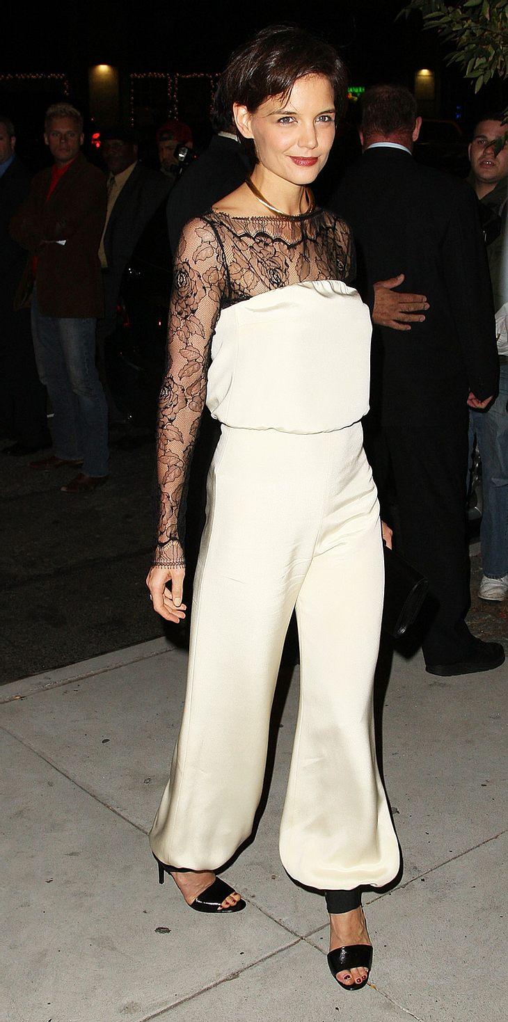 Katie Holmes nach der offiziellen Premiere ihres Broadwaystücks. Das ungewöhnliche Outfit? Hat die Schauspielerin angeblich selbst geschneidet!
