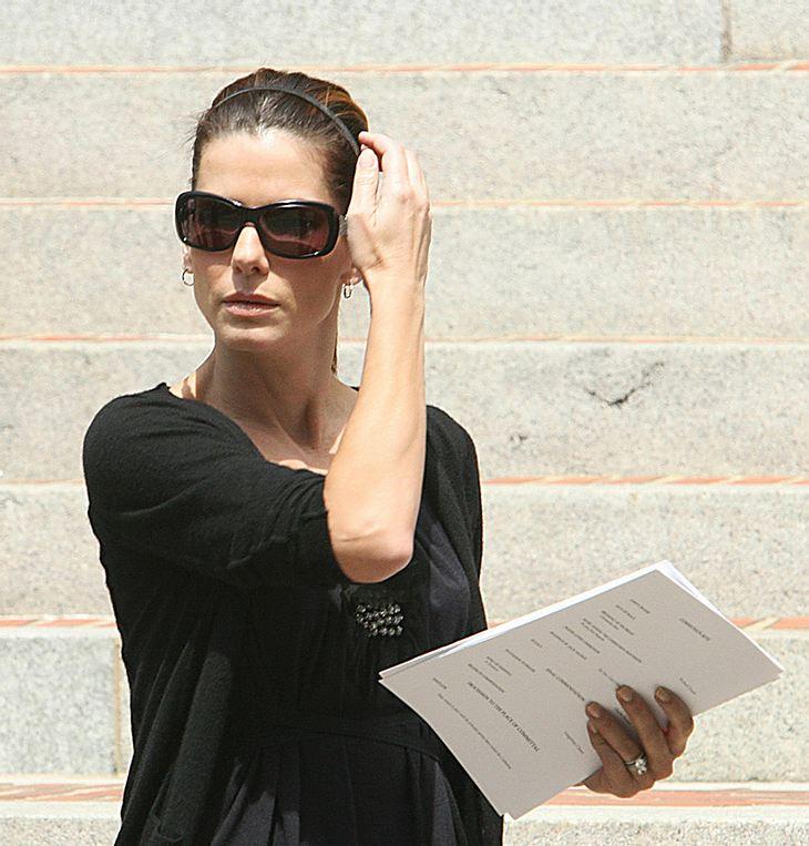 Seit Jahren hatte Sandra Bullock mit einer Stalkerin zu kämpfen. Diese wurde jetzt vor Gericht zu drei Jahren Haft auf Bewährung verurteilt