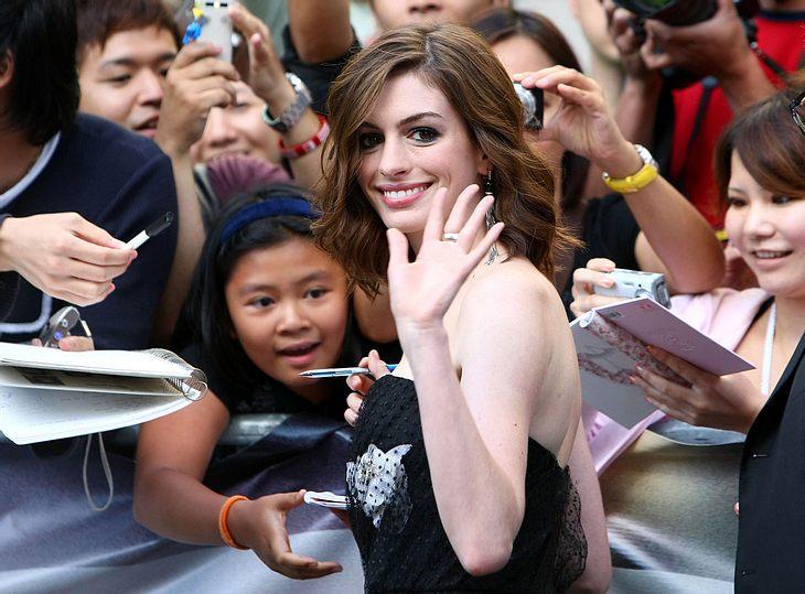 Ein Date mit Anne Hathaway gefällig? Mit ausreichend Kleingeld ist alles möglich!