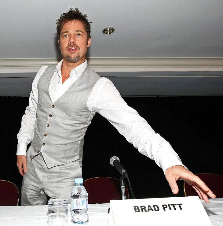 Als Brad Pitt hat man es nicht immer leicht. Da man ihn am Telefon für einen Schwindler hielt, konnte er angeblich nicht das Weihnachtsgeschenk für Angelina Jolie bestellen