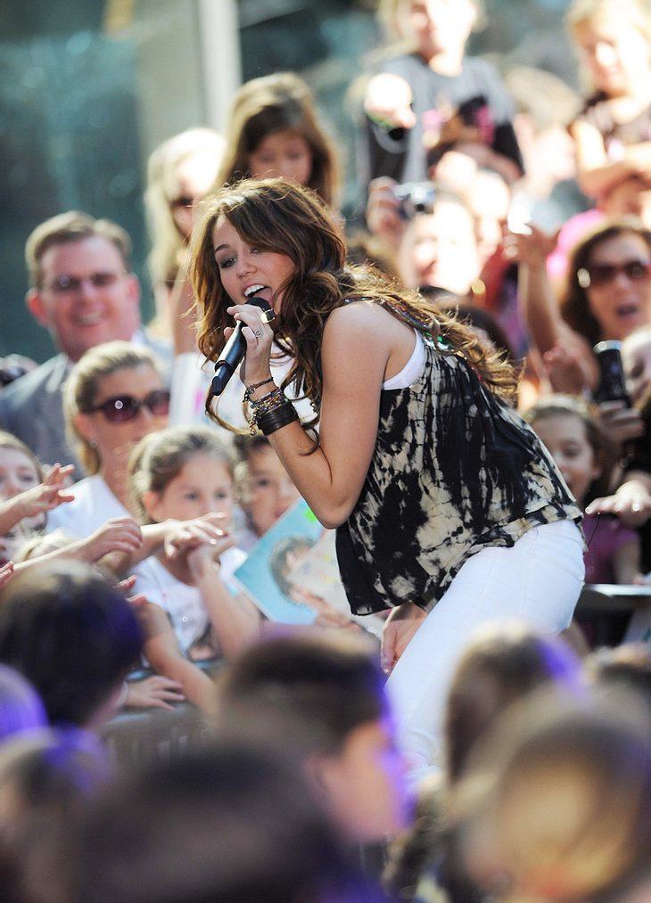 """An Silvester wird gerockt! Ein Fan von Miley Cyrus hat die Chance, ein Date mit und ein Konzert von dem """"Hannah Montana""""-Star zu gewinnen"""