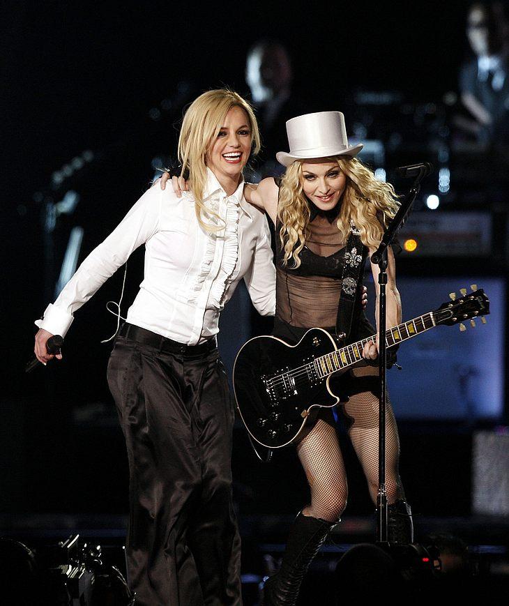 Treten Britney Spears und Madonna noch einmal zusammen auf? Angeblich soll Madge Brit während deren Tour einen kleinen Bühnen-Besuch abstatten...