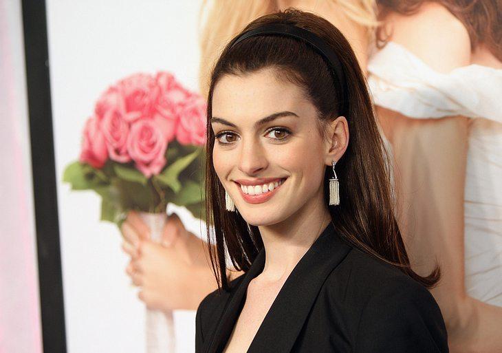 """Vorfreude ist die schönste Freude! Das muss derzeit auch Anne Hathaway lernen. Womöglich kann sie bald einen """"Golden Globe"""" in den Händen halten..."""