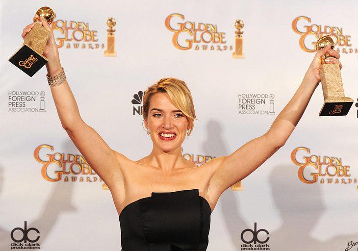 """Doppelt hält besser! Für ihre Leistungen in """"Zeiten des Aufruhrs"""" und """"Der Vorleser"""" wurde Kate Winslet gleich zwei Mal mit der Goldkugel geehrt"""