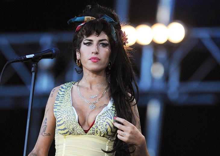 Momentan sieht es ganz danach aus, als würde der neueste Flirt von Amy Winehouse für das engültige Ehe-Aus mit Blake Fielder-Civil sorgen...