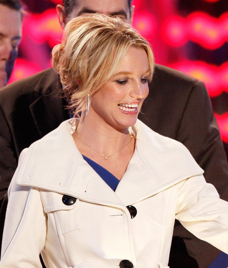 Bislang steht eine offizielle Biografie zu Britney Spears noch aus. Das soll sich jetzt ändern: Brit will ihre Geschichte angeblich selbst zu Papier bringen!