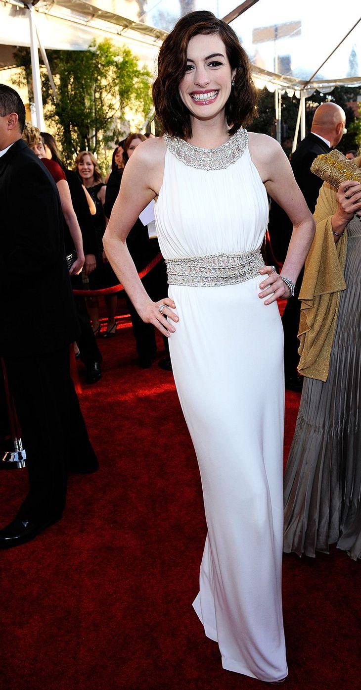 """Anne Hathaway wird der großen Leinwand im Sommer für eine Weile untrau: Als """"Viola"""" im Shakespeare-Stück """"Was ihr wollt"""" betritt sie die Theaterbühne!"""