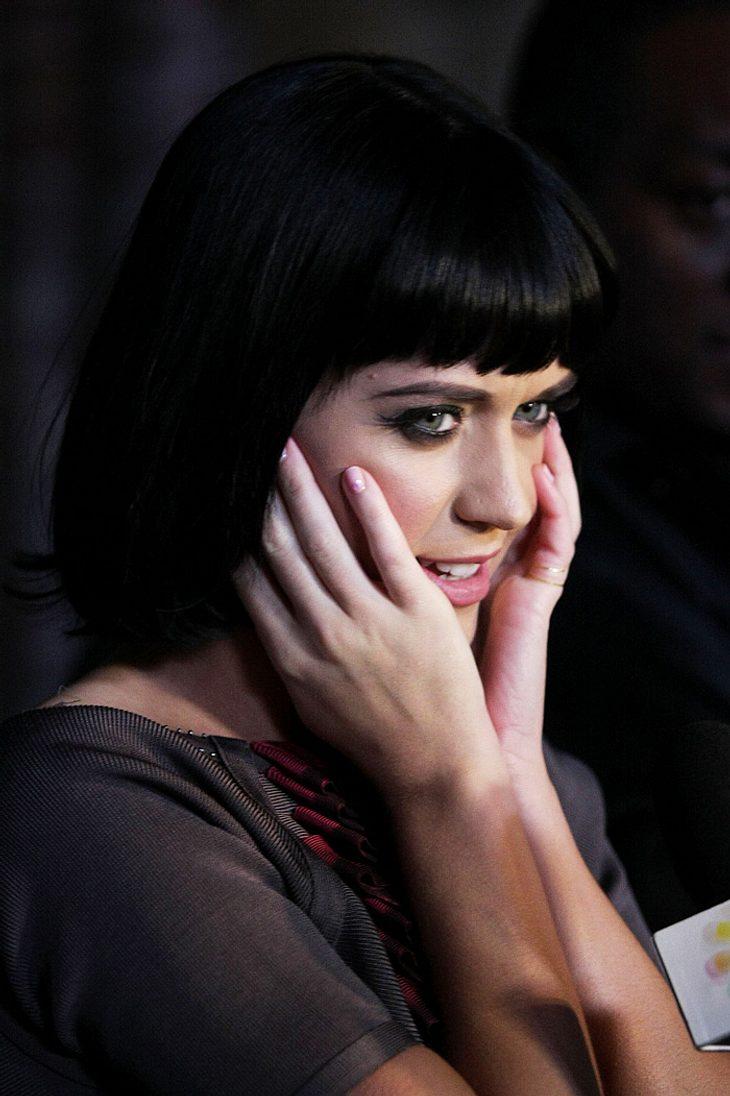 """Katy Perry hat es voll erwischt: Dank einer fetten Grippe sagte sie nicht nur ihren Auftritt bei """"The Dome"""" ab, sondern wird wahrscheinlich auch die """"Echo""""-Verleihung knicken müssen..."""