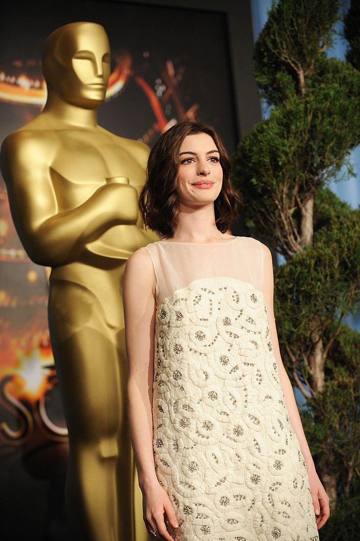 """Tanz mit mir! Angeblich soll Anne Hathaway zur Eröffnung der """"Oscars"""" eine Sing- und Tanznummer aufführen - zusammen mit Moderator Hugh Jackman..."""
