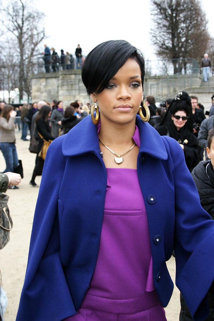 Die Familie von Rihanna sorgt sich um ihren Schützling: Ihrer Meinung nach die Sängerin Prügel-Lover Chris Brown viel zu schnell verziehen!