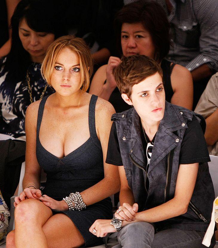 Mehr Zoff als Liebe: Zwischen Lindsay Lohan und Samantha Ronson flogen mal wieder die Fetzen - und zwar so heftig, dass sogar eine Fensterscheibe zu Bruch ging!