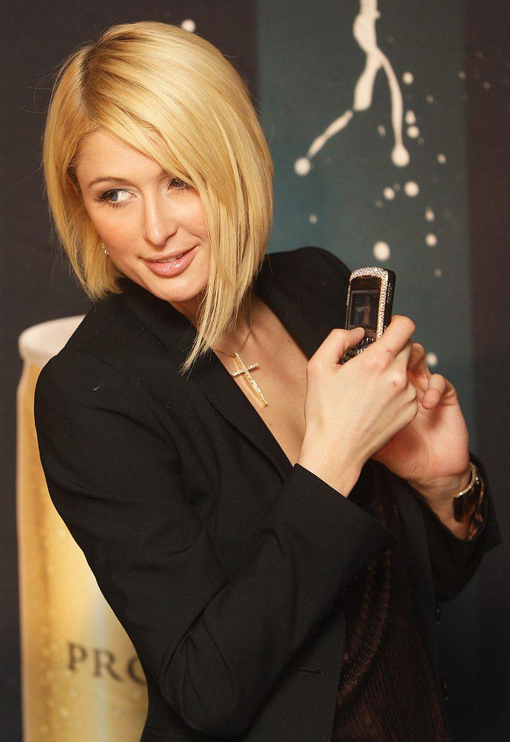 Das nennt man Glück: Ein Handy, das Paris Hilton 2005 gestohlen wurde, tauchte nun wieder auf!