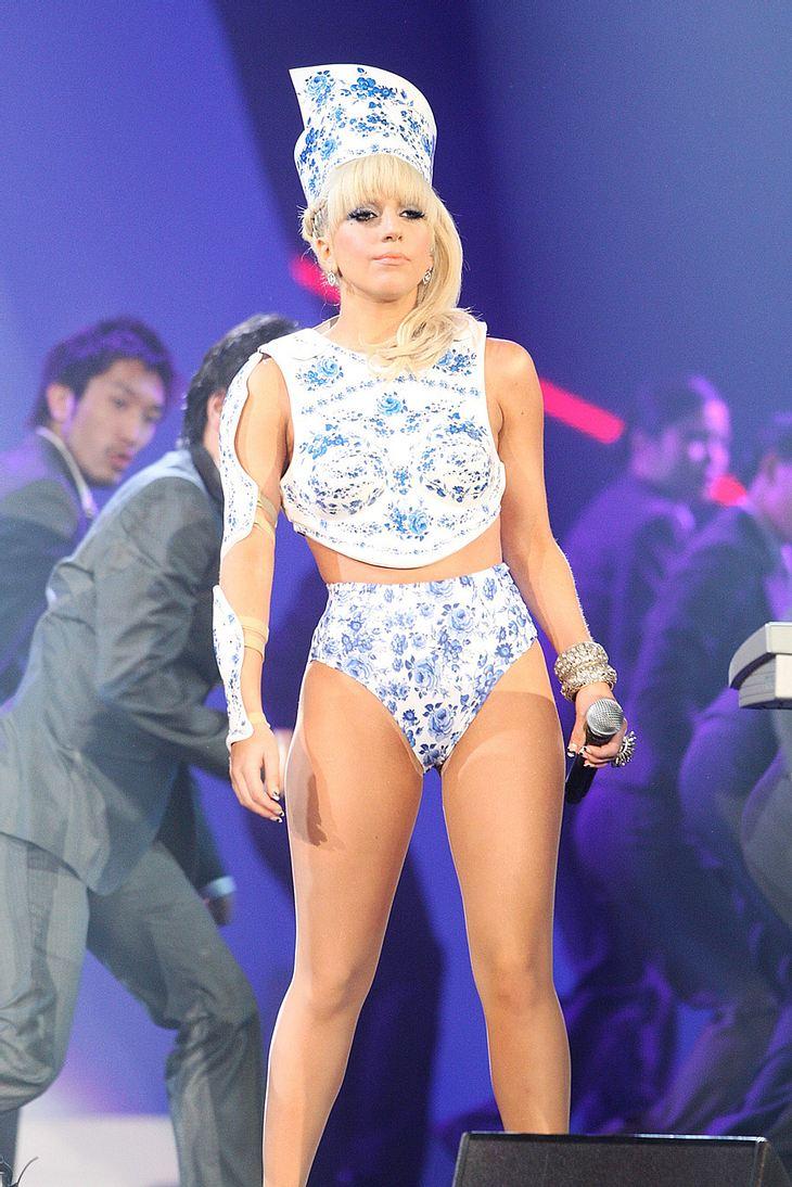 So freizügig wie sie die Bühne betritt, geht Lady Gaga auch auf die Straße - und handelte sich deswegen Ärger mit der Polizei ein!