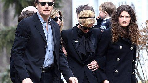 Zusammen mit Angehörigen, engen Freunden und befreundeten Kollegen trauerte Liam Neeson um seine Frau Natasha Richardson - Foto: GETTY IMAGES