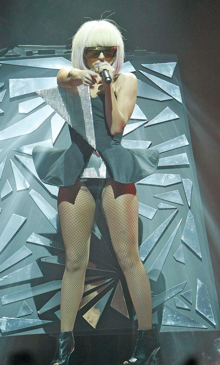 Bei Lady GaGa gibt es nichts, was es nicht gibt! Sie gab einem Fan ein Autogramm auf sein bestes Stück!