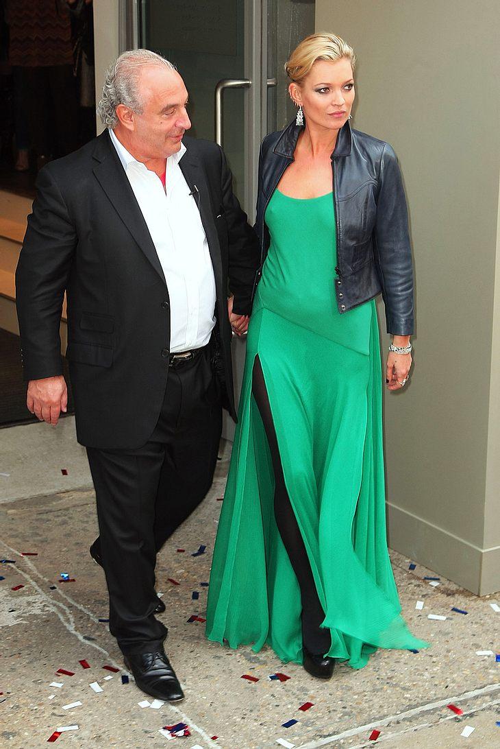 Setzt Kate Moss ihre Beziehung aufs Spiel? Sie verbrachte lieber ein paar unbeschwerte Urlaubstage mit Freund und Auftraggeber Sir Philip Green als sich Zeit für Lover Jamie Hince zu nehmen...