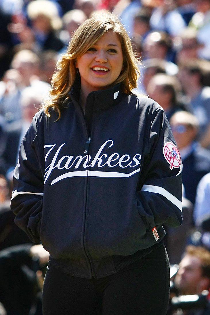 Kelly Clarkson hat ein Riesenherz für Tiere! Jüngst rettete sie einer übergewichtigen Katze das Leben