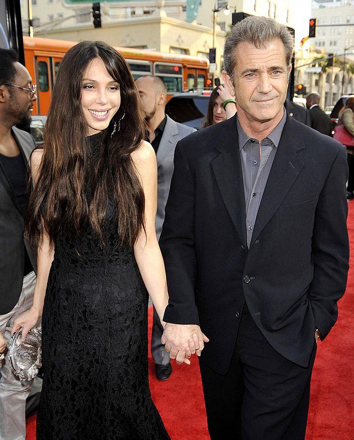 Getuschelt wurde schon länger, jetzt scheinen sich die Gerüchte zu bestätigen: Angeblich bekommt Mel Gibson ein Baby von seiner neuen Freundin!