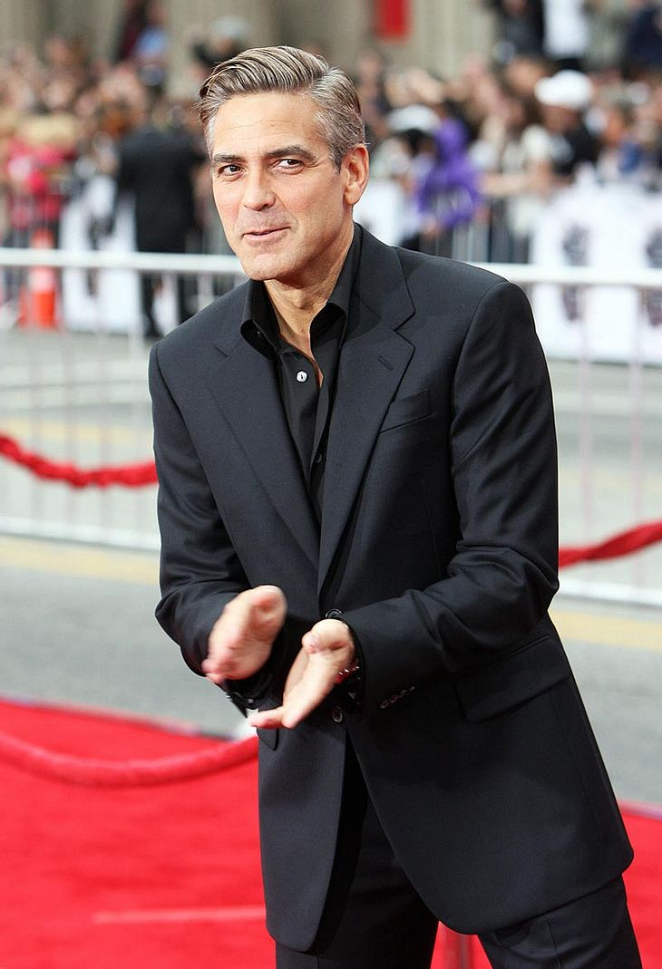 Ob doch etwas Ernstes daraus werden könnte? Angeblich soll George Clooney seine neue Kellnerin Lucy Wolvert gefragt haben, ob sie in seine Bude in Los Angeles einziehen will