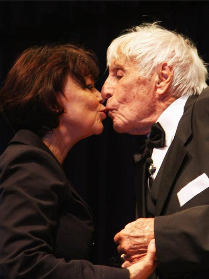 """Prominente Paare mit großem AltersunterschiedJohannes Heesters (†108) hat vor 24 Jahren mit Simone Rethel-Heesters sein Liebesglück gefunden. Der Klatsch über den Altersunterschied von 46 Jahren """"ist mir eigentlich ziemlich wurscht. We"""