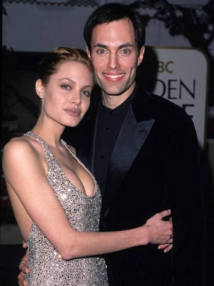 Die skurrilsten Promi-Gerüchte,Vor einigen Jahren noch berühmt und berüchtigt für ihre Skandale, heute die liebevolle und fürsorgliche Mutter. Angelina Jolie (36) hat definitiv einen Lebenswandel hinter sich. Doch die Vergangenheit scheint