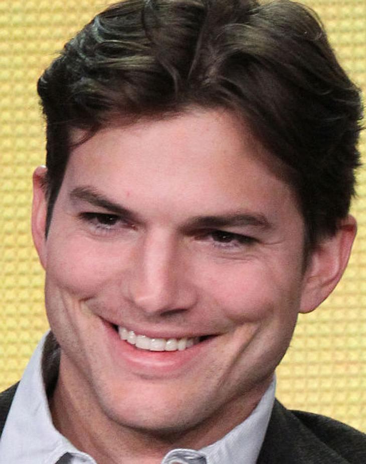 """Ashton Kutcher bleibt für eine weitere Staffel bei """"Two and A Half Men"""""""