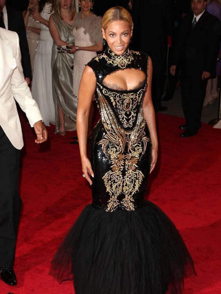 Der Look von Beyoncé KnowlesMit diesem Kleid ging Beyoncé Knowles im Mai 2011 durch die Presse. Wunderschön, aber leider so eng, dass sie nicht einmal Treppen herauf kam.