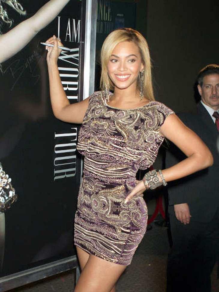 """Der Look von Beyoncé KnowlesBei diesem Kleid bleibt man wirklich hängen. Allein schon, um das Muster zu verfolgen. Hier ist Beyoncé Knowles an der """"School of Visual Arts"""". Das Kleid scheint dem Ort angemessen."""