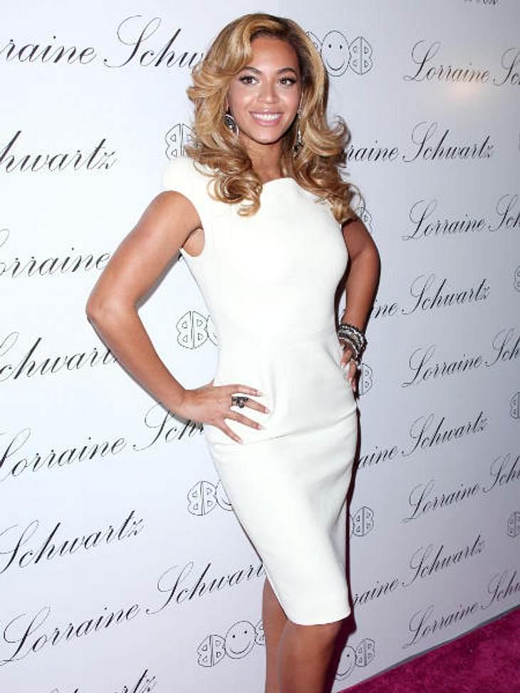 Der Look von Beyoncé KnowlesStrahlend wie ein Diamant. Hier ist Beyoncé Knowles bei der Präsentation von Lorraine Schwartz's '2BHAPPY' Schmuck-Kollektion 2010. Der Ehering von Beyoncé ist von Lorraine Schwartz.