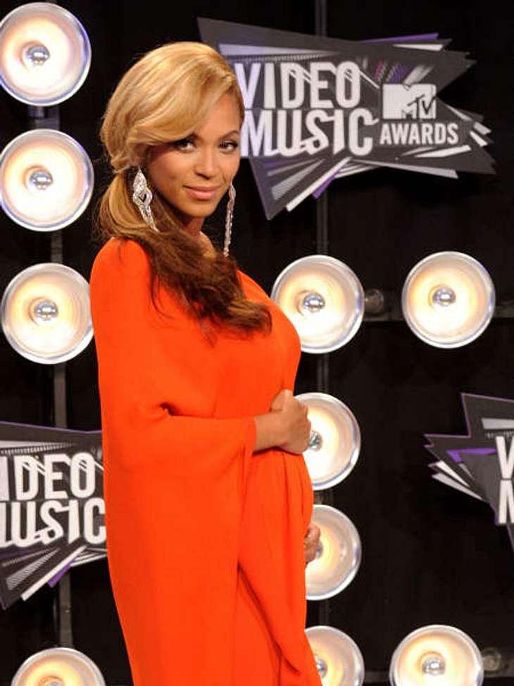 """Star erinnern sich an den 11. September 2011Beyoncé (30) zum 11. September:""""Es ist auch zehn Jahre später noch schmerzhaft für alle Amerikaner.""""Im Mai 2011 hat Beyoncé den Song """"God Bless America"""" zum Gedenken an die Opf"""