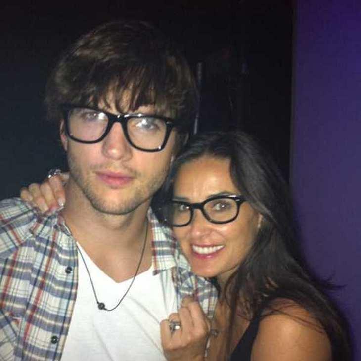 Demi Moore und Ashton Kutcher zeigen uns, wie toll ihnen die Nerdbrillen stehen.
