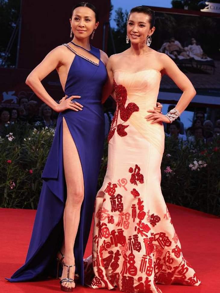 Posing wie die ganz Großen: Carina Lau und Li Bingbing in ihren raffinierten Kleidern.