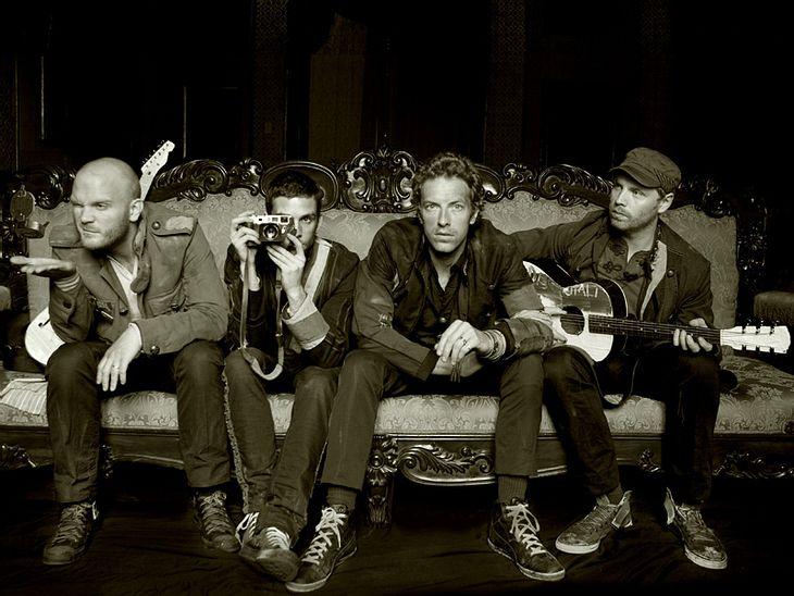 Bei Coldplay sind die Wünsche im Vergleich zu denen von einigen ihren Kollegen ganz Bescheiden. Die Jungs mögen's gesund und bodenständig, deswegen verlangen sie bei Auftritten in verschiedenen Städten nach Apfel-, Cranberry- und Tomatensaf