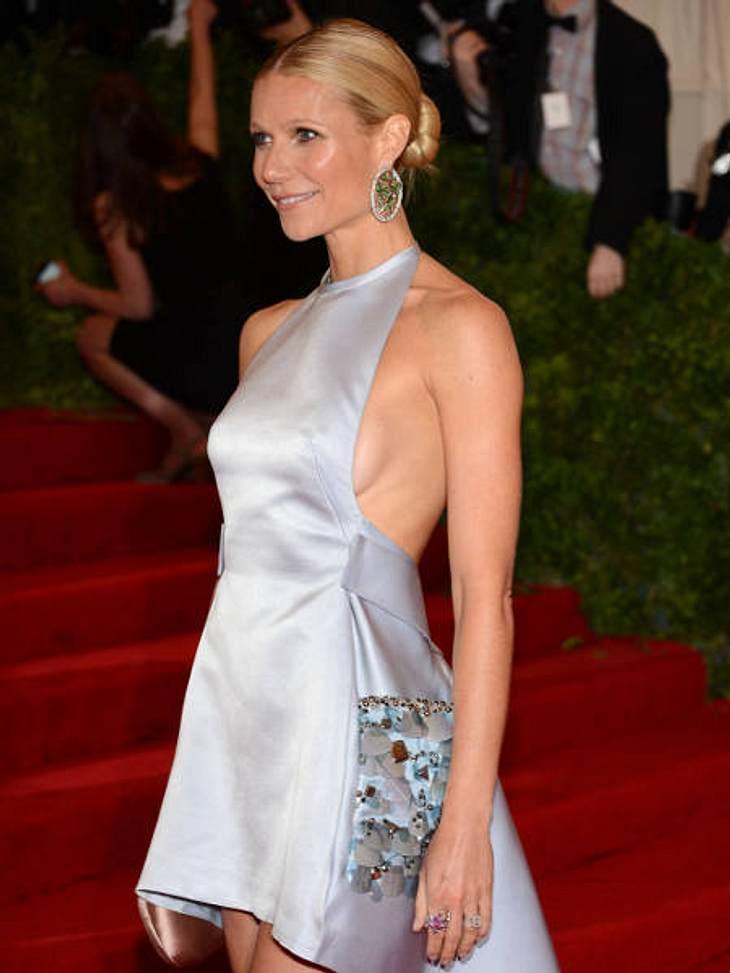 Achtung, Busenblitzer! Die Star-Dekolletés der anderen Art,Gwyneth Paltrow (39) präsentiert den Busenblitzer-Trend im schlichten, aber umso wirkungsvolleren Metallic-Minikleid. Stilsicher!