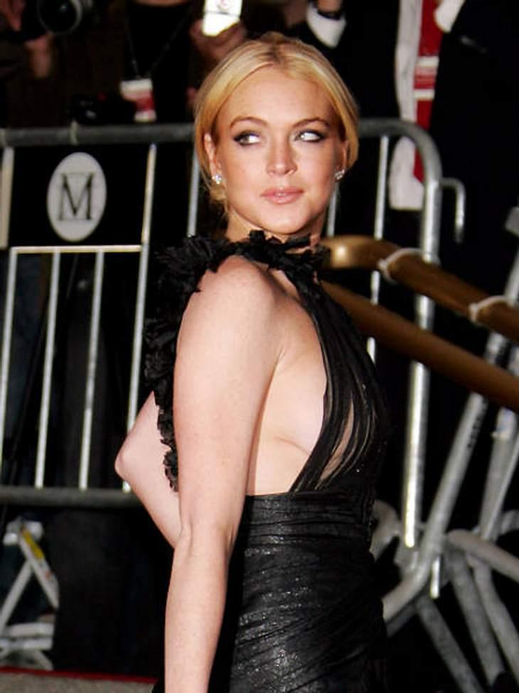 Achtung, Busenblitzer! Die Star-Dekolletés der anderen Art,Natürlich ist  Lindsay Lohan  (25) dabei! Auch sie lässt gern tief blicken.