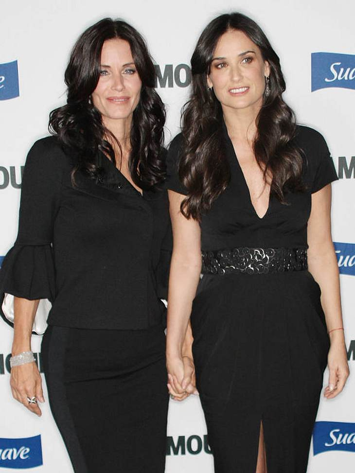 Doppelgänger: Die doppelten VIP-LottchenFrisch wie aus dem Ei gepellt - und hier gleicht wahrlich ein Ei dem Anderen... Courteney Cox und Demi Moore verstehen sich nicht nur so gut wie Schwestern, sondern sehen auch so aus!