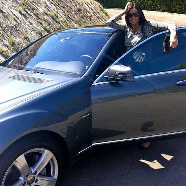 """,Demi Moore eröffnete uns am 5. Oktober 2010: """"Beim Probefahren des neuen Mercedes Hybrid - ich liebe es, dass er öko und stylish ist."""""""