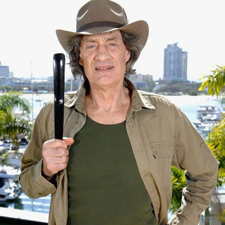 """Winfried Glatzeder: """"Ich bin nicht in meine Stiefel gekommen und da kam mir die Idee, den Schuhlöffel aus dem Hotel mitzunehmen. Ich hoffe ich muss deswegen nicht in Australien bleiben, aber die Produktion wird das bestimmt schon regel"""