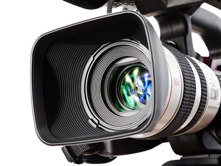 Dschungelcamp-Fakten: witzig und wissenswert!Bitte lächeln: Die Kameras sind überwiegend an den Bäumen angebracht, aber deshalb sollten sich die Duschungelcamp-Promis trotzdem vor weiteren Überwachungsmöglichkeiten in Acht nehmen. Es gibt n