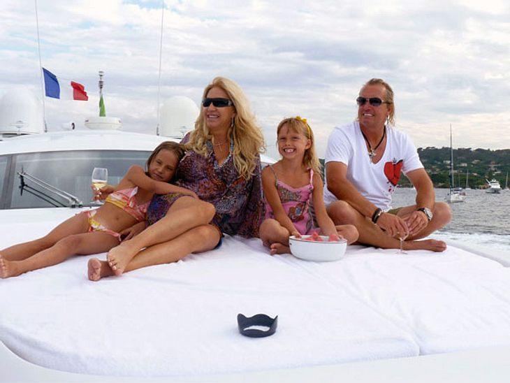Die Geissens - 15 Gründe, warum wir sie einfach lieben!Weil sie eigentlich eine ganz normale Familie sind! Geld hin oder her, die Geissens sind doch eigentlich eine ganz normale Familie, nicht wahr? Die Supermillionäre leben in Saus und Bra