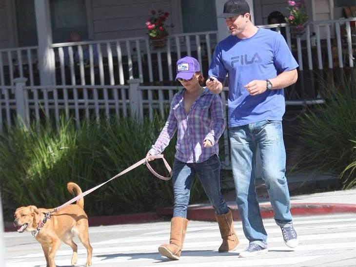 Hayden Panettiere und ihr Freund, Boxer Wladimir Klitschko beim Gassi-Gehen: Passend dazu die UGGs in der Farbe des Hundes.